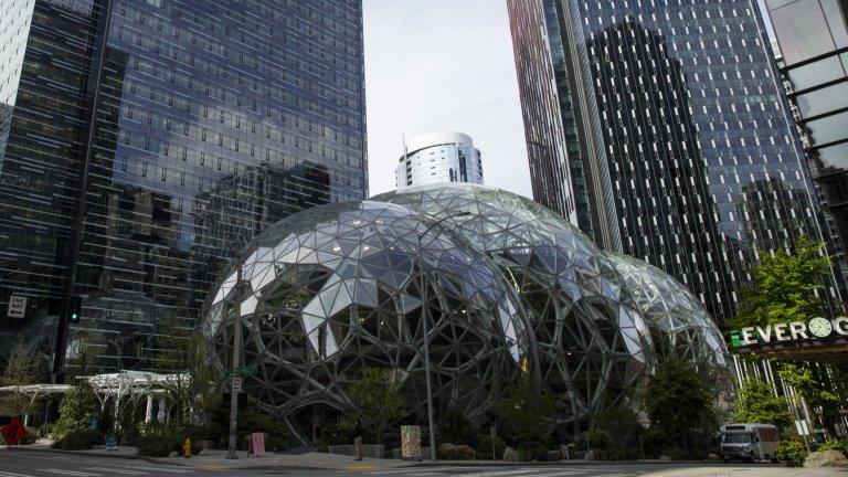 """Кампусът на Amazon в СиатълТази чудата структура се нарича """"Сферите"""" и в нея е пресъздадена тропическа гора. Първоначалната инвестиция е от 4 млрд. долара, но всъщност флората в гората се обновява с нови и нови видове непрекъснато. Много средства отиват и за поддръжката на ценните растения, за да може те да се чувстват като у дома си."""