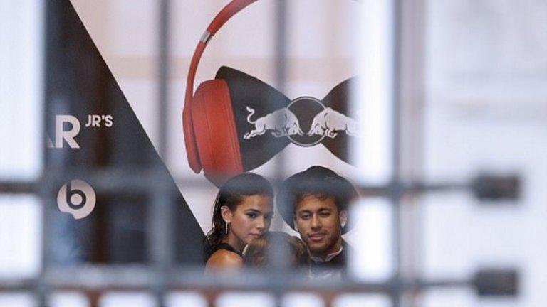 Наскоро Маркезине бе до Неймар и на партито по случай 26-годишния му рожден ден.
