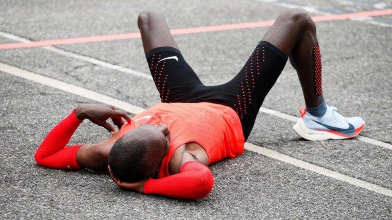 Кипчоге даде време от 2 часа и 25 секунди, което е с над 2:30 минути по-добре от световния рекорд на друг кениец - Денис Кимето, който на маратона в Берлин през 2014 година даде време от 2 часа, 2 минути и 57 секунди.