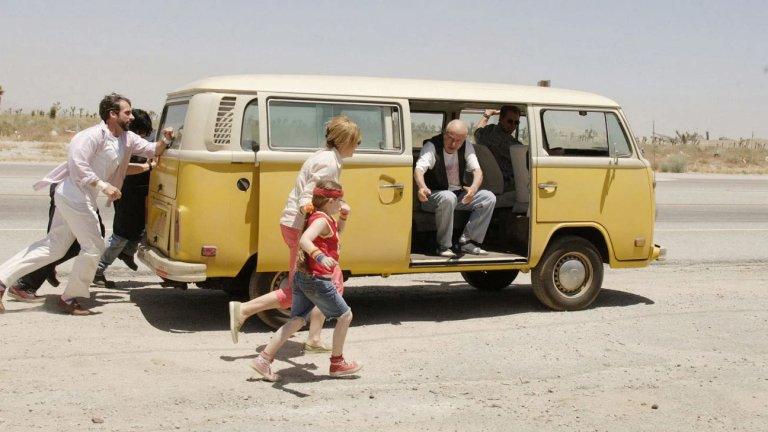 """""""Мис Слънчице"""" Мечтите, илюзиите и красотата на едно дисфункционално семейство никога не са били толкова добре екранизирани, както в """"Мис Слънчице"""" от 2006 г. Пътуването на Олив и странните възрастни около нея към Калифорния с жълтия им фолксваген е изпълнено със смях и драма, както е и в живота. Но за разлика от него, тази история не оставя лош вкус в устата."""