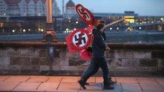 След Втората световна война, Германия е положила много усилия да се разграничи от национализма и е създала Федерална служба за защита на конституцията - агенция за вътрешно разузнаване, която се стреми да разкрива и преследва по съдебен път хора, които нарушават законите срещу нацизма.