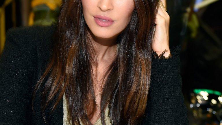 Меган Фокс   Меган е от онези актриси, които като че ли биват наети, само за да има едно потресаващо красиво лице и тяло във филма. Някои я определяха като новата Анджелина Джоли, но за разлика от нея Фокс не може да блесне с нито една задълбочена роля. Но, хей, вижте тези очи и тези устни!