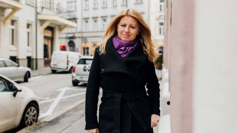 """19. Зузана Чапутова За прогресивните хора от Централна и Източна Европа Зузана Чапутова предлага надежда, че е възможно и друго бъдеще. Опозиционните движения в региона се възползват от избирането й през март за първа жена президент на Словакия като доказателство, че най-новите членове на Европейския съюз не са непременно склонни да проявяват нелиберално поведение. И че това, което те смятат за корумпиран и потиснически политически елит, може да бъде победенo и свалeнo.  Адвокат и дългогодишен екоактивист, Чапутова спечели президентските избори в Словакия след разтърсващия случай с убийството на разследващия журналист Ян Кучак през 2018 г. Случаят доведе до падане на правителството и до масови протести. За мнозина в страната, а и в целия регион тя е """"бяла лястовица"""" - проверопейски и либерално настроена в една среда на краен консерватизъм, борец срещу корупцията в една проядена от корупция и шуробаджанащина система, самотна майка на две деца в един политически пейзаж, все още доминиран от мъже - не е чудно, че почитателите на Чапутова гледат на нея като символ на промяната.Тя вече повдигна в страната си важни теми като противопоставянето на корупцията, засилването на екологията в политиката, правата на ЛГБТ хората и др. Големият въпрос е дали този й поход ще издържи на цялото напрежение."""