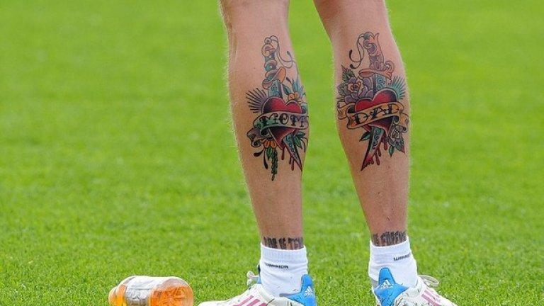 А на прасците - татуировки за мама и татко.