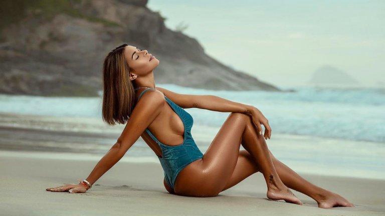 Playboy модел дава 600 хил. долара за сълзите на Меси, ще позира гола