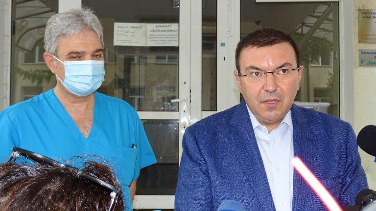 Той заяви, че статистиката със заболели от COVID-19 се следи внимателно и решенията се взимат на база на тези общодостъпни данни