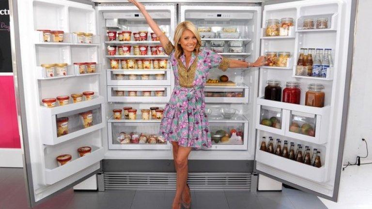 5. Изгответе си стратегия Това не означава, че трябва да изхвърлите сегашните си продукти от хладилника и шкафа. Да кажем, че обичате да похапвате чипс или сладолед пред телевизора. Не го правете всяка вечер, от два до три пъти седмично, и не в големи дози, е достатъчно ограничение. Пържени картофи? Защо поне не ги редувате с печени? Подобни малки промени водят до големите резултати.
