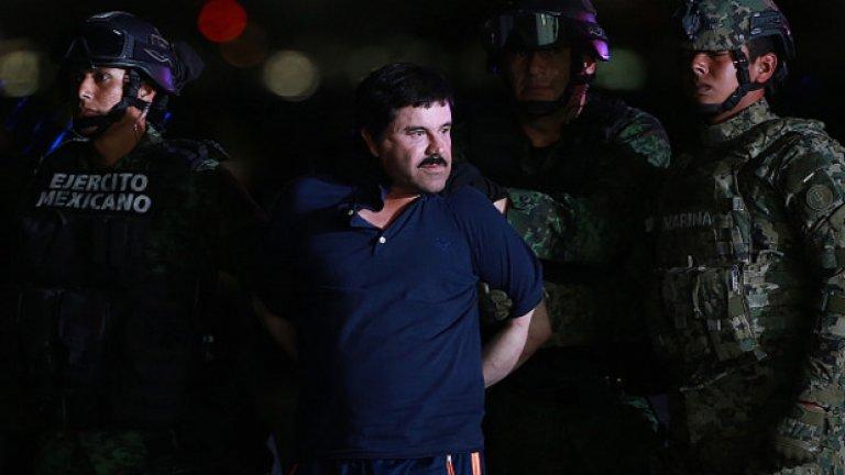 """Побои до смърт и изгорени тела  Според показания на бившият бодигард Исаяс Валдез Риос, Хоакин """"Ел Чапо"""" Гусман собственоръчно е пребил двама души заради това, че са се присъединили към конкурентен картел. Боят продължил 3 часа, докато телата им заприличали на """"парцалени кукли"""" заради изпотрошените кости. След това Гусман прострелял мъжете в главите и заповядал телата им да бъдат изгорени.  При друг подобен случай член на картела """"Ареяно Феликс"""" бил жестоко измъчван – по гърба си имал изгаряния от ютия, а по цялото тяло – от запалка от автомобил. Няколко дни бил държан като затворник в дървена постройка, а накрая откаран в гробище. Там Ел Чапо го разпитал, прострелял го и докато мъжът още се борел за въздух го заровили жив."""