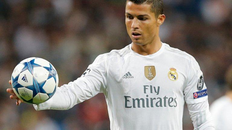 """Запалянковците на Ливърпул ръкопляскаха на Кристиано Роналдо - бивша звезда на Юнайтед, след като португалецът изигра страхотен мач при успеха с 3:0 на Реал на """"Анфийлд"""" миналата есен."""