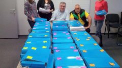 """Бойко Борисов се оказа """"изконно против"""" електоралната принуда - за всеобщо учудване.  Все пак през 2014 г. самият той напрегна цялата партийна апаратура и събра половин милион подписа в полза на референдума за задължителния вот."""