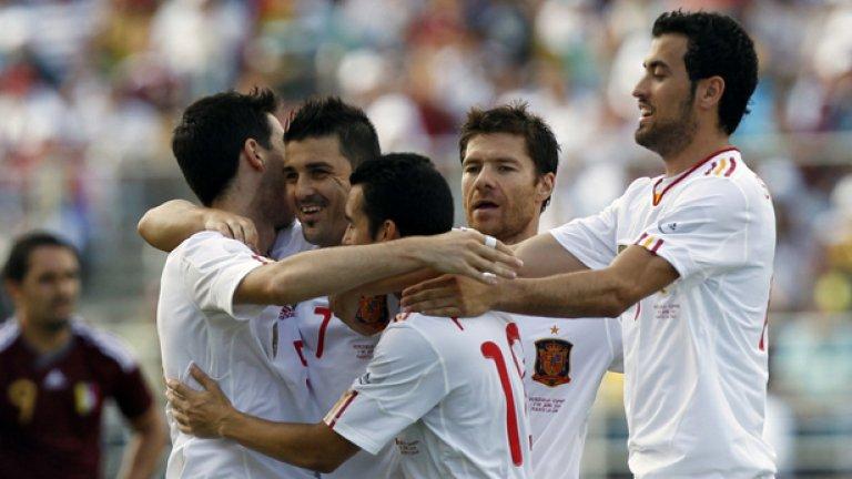 Вия, Алонсо и компания изнесоха поредната си футболна лекция