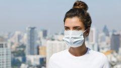 Здравният министър Кирил Ананиев издаде заповед, според която се допуска и носенето на шал или кърпа пред лицето.