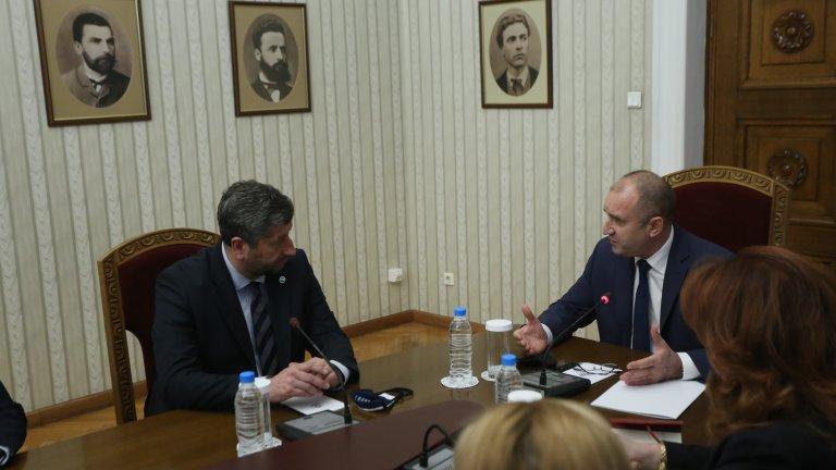 """Президентът Румен Радев заяви, че десният избирател отнов има представител в парламента в лицето на """"Демократична България"""""""