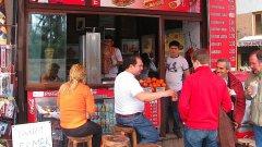 Турски ресторантьори са категорични, че шкембе чорбата е на Турция