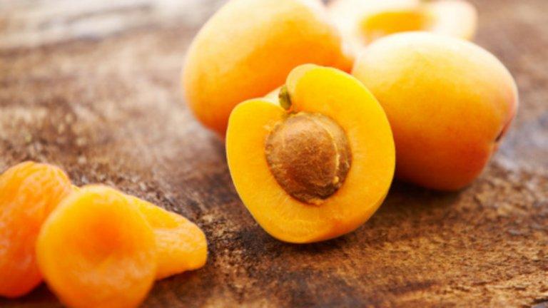 Кайсии - 48 калории / 100 гр. Те са богати на бета каротин. Съдържат растителни антиоксиданти, витамини А и С, както и полифенолни актиоксиданти като флавоноиди, които спомагат за намаляване на сърдечно-съдовите заболявания. Кайсиите са богати на каротеноиди и ксантофили, които учените смятат, че помагат за защита на зрението от стареене. Те са и добър източник на диетични фибри.