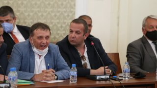Компанията иска от регулатора да провери цялата ситуация около излизането и на Българската фондова борса, за да изчисти името си