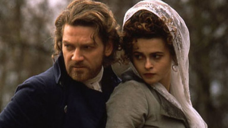 """Кенет Брана забрави за Ема Томпсън покрай Хелена Бонъм Картър  Актьорът и режисьор е познат на зрителите от адаптации по Шекспир от рода на """"Хенри V"""" и """"Хамлет"""". Личният му живот обаче също беше доста драматичен. През 1989 г. Брана се ожени за колежката си Ема Томпсън (""""Наистина любов""""). Няколко години по-късно среща Хелена Бонам Картър по време на снимките на  """"Франкенщайн"""" (1994 г.), който и режисира. Разводът с Томпсън - макар и закъснял с няколко месеца - е неизбежен."""