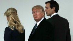 """В серия от туитове Тръмп отново нападна медиите, че тиражират """"фалшиви новини"""" за проблемите в Белия дом"""