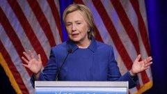 """""""Не е лесно за мен да бъда тук, миналата седмица нямах желание дори да излизам от вкъщи, исках само да чета книга и да разхождам кучетата"""" - каза Хилари Клинтън в първото си публично изказване след изборите."""