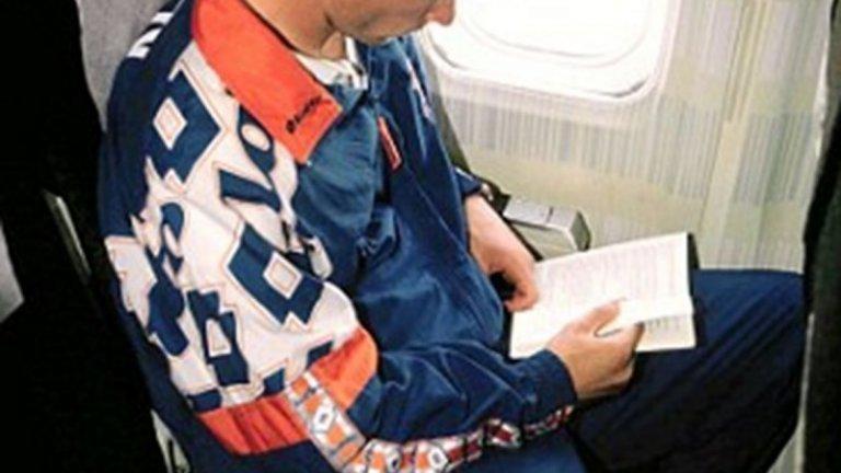 Натъпкан с успокоителни, Бергкамп някак издържаше в самолетите до 1995-а. Но  преди един мач във Флоренция нещата излязоха извън контрол.