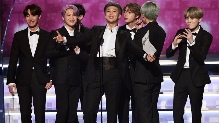 """На второ място в класацията е южнокорейската кей поп банда  BTS с албума си """"Love Yourself: Tear"""", издаден през май 2018 година и """"Love Yourself: Answer"""" от август същата година."""