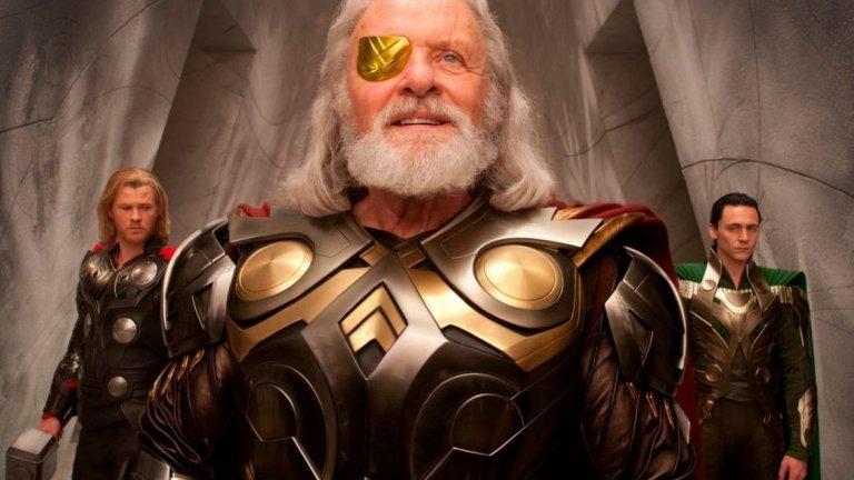 """Сър Антъни Хопкинс  Така и така споменахме Хопкинс и неговата роля във филмите на Marvel, нека допълним. В трилогията за бога на гръмотевиците Тор, Хопкинс играе неговия едноок баща Один – господар на царството Асгард, който се опитва да подготви сина си за тежестта на короната. При появата на Хопкинс във филмите на Marvel обаче го има и моментa с остаряването – все пак той достига пика в кариерата си още през 90-те, а през последните години се снима в редица не особено запомнящи се филми (дори един от поредицата """"Трансформърс"""")."""