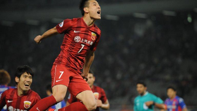 С екипа на Шанхай СИПГ Ву Лей беше избран за футболист на годината в Китай през 2018-а, стана шампион и голмайстор на първенството