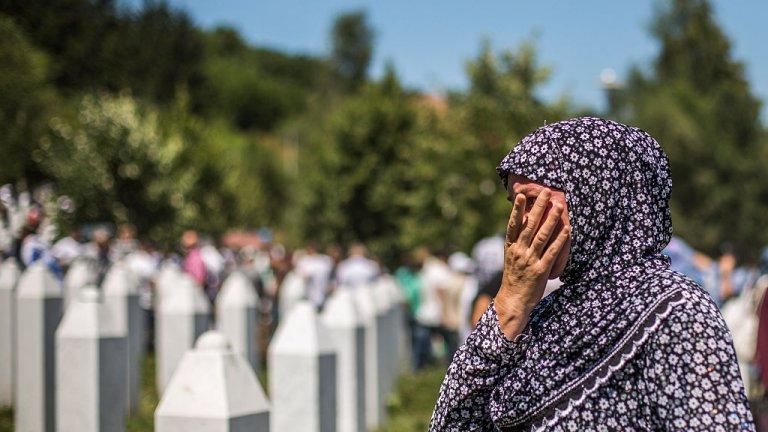 Повече от 200 деца, родени преди или по време на геноцида в босненския град през 1995 г., споделят една и съща трагична съдба