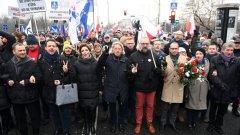 """Вече четвърти ден продължават протестите в Полша. Поляците излязоха на улицата заради опитите на управляващата партия """"Право и справедливост"""" (PiS) да ограничи поредните права и свободи на хората."""