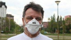 Според пулмологът д-р Александър Симидчиев трябва да се фокусираме върху общите мерки за борба с коронавируса - носенето на маски на закрито, социалната дистанция и поддържането на добра хигиена