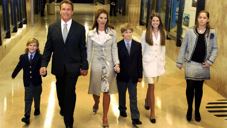 Със съпругата си Мария Шрайвър и техните четири деца.