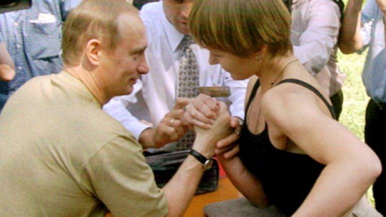 Освен това демонстрира силна ръка на младежки летен лагер