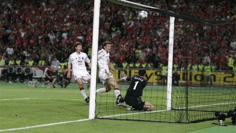 През 2005-а Шевченко бе вероятно най-добрият нападател в света. Как точно той изпусна от тази позиция, как спаси Дудек... Няма обяснение.