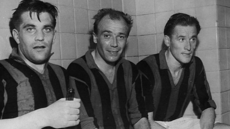 """6. Гунар Нордал (вляво) Петкратен голмайстор на Серия """"А"""", като в един от сезоните вкарва 35 попадения в първенството. Нордал държи рекорда за най-много голове с екипа на """"росонерите"""" - 221."""