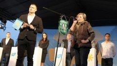 Предложението за награда на Нешка Робева е направено от инициативен комитет във връзка със заслугите й към българската култура и изкуство