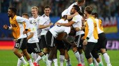 Радост в немския национален отбор - няколко дни след като Германия стана европейски шампион до 21 г., триумфира и отборът на Йоаким Льов