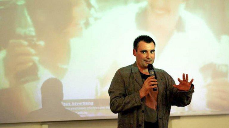 Васил Георгиев е писател. От истинските.Той вече е разказал София. Ние просто му задаваме няколко допълнителни въпроса.