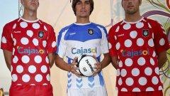 Рекреативо, защо го направихте!? Миналия сезон тимът от втора дивизия на Испания облече това - нарече го екип, разбира се, но... Естествено, съперниците се забавляваха охолно за сметка на тима. Най-меката шега бе, че екипът е проектиран от Мини Маус...