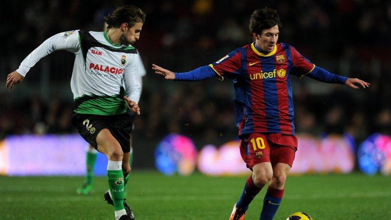 Вместо да намери място в отбраната на Барселона, Енрике игра две години като отдаден под наем в Расинг Сантандер, с който трябваше да се изправя срещу Лионел Меси и компания.