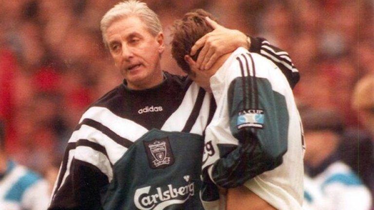 """9. Рой Евънс, Ливърпул. Изгледаше, че е настъпила нова ера на доминация за Ливърпул, когато Венгер пристигна в Арсенал. """"Червените"""" бяха на върха в класирането по Коледа, но завършиха четвърти, което бе огромно разочарование. През лятото на 1998-а Жерар Олие пое кормилото заедно с Евънс, но и това не проработи. От септември 1996-а Ливърпул смени 7 мениджъри."""