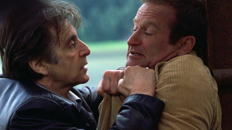 """""""Опасно безсъние"""" (2002) Това трагично усещане за отминаващото време се запазва и в откровения детективски трилър, който сякаш показва какво се е случило с героя на Пачино от """"Жега"""". Уил Дормър е полицейски детектив със залязваща слава, пристигнал в Аляска, за да разследва необичайно убийство и след това се вкарва в напрегната игра на котка и мишка с убиеца - ловец (Робин Уилямс). Това е един от най-изтерзаните герои на Пачино - преследван от все по-тежката умора на фона на постоянния ден в Северна Аляска. Специфична роля, която много добре поставя паралела със самия актьор, чиято слава малко по малко започва да избледнява, докато самият той осъзнава, че торбата със стари трикове вече започва да се изчерпва."""
