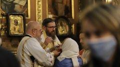 Храмовете са взели мерки срещу вируса, а патриархът прочете молитви за предпазване от него