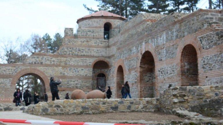 Къде сте виждали средновековна крепост, съчетана с византийски градеж, римски арки и възрожденски керемиди? Добре дошли в България