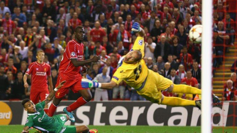 """18. Марио Балотели – от Милан в Ливърпул, 16 млн. паунда Някои очакваха от него да се превърне в наследник на Луис Суарес, но Балотели изкара едва един сезон на """"Анфийлд"""", като се отчете със само един гол във Висшата лига."""