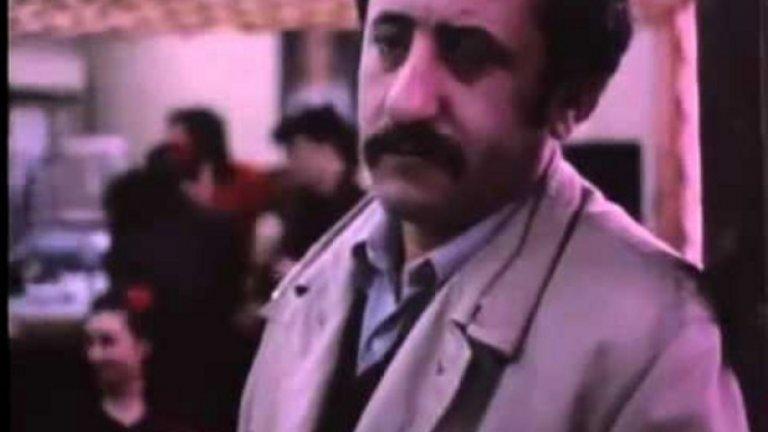 """Надценен: Съседката (1988), 55 място  Филм, който по-скоро може да мине в графата """"Забравени"""", но някак успява да се дореди до средата на класацията със своята пресилено драматична любовна история. Главната героиня живее в малко селце и си има дом, семейство и съпруг, който се държи лошо с нея. Тя си позволява да се влюби в своя съсед (Велко Кънев), но не успява да издържи на възмущението на околните към техния романс и предпочита да се завърне при мъжа си, примирена и унизена.  Очевидно силата на режисьорката Адела Пеева е в документалното кино и тя го е доказала с """"Развод по албански"""", """"Чия е тази песен"""" и още доста филми."""