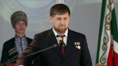 Журналисти и критици свързват Кадиров със смъртта на активистката за човешки права Наталия Естемирова през 2009 г. и убийствата на политически опоненти във Виена и в Дубай.