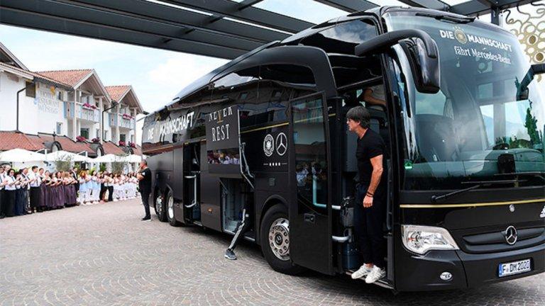 Концернът предоставяше на германския национален отбор автобуси от марките Travego и Tourismo.