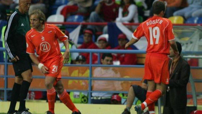 """Ариен Робен На Евро 2004 Робен даде две брилянтни асистенции и Холандия водеше с 2:1 на Чехия, когато 20-годишният тогава футболист бе сменен. В крайна сметка """"лалетата"""" загубиха с 2:3, а светът оцени какво значи да имаш Робен на терена."""