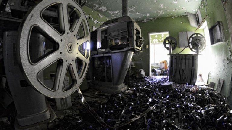 Киномашините полско производство са били сред най-модерните за времето си и са оперирали с широкоформатна 70-милиметрова лента