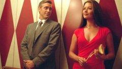 """Справя се отлично като актриса в поддържащи женски роли, но успехът на филмите й се крепи преди всичко на това, че срещу нея се изправят актьори от висшия пилотаж като Джордж Клуни в """"Непоносима жестокост"""" (галерия)"""